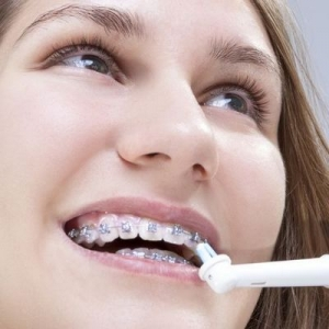 Can the orthodontic patients use the electric toothbrush? Is it better than the ordinary toothbrush using?
